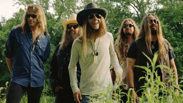 BLACKBERRY SMOKE Release Lyric Video For New Track 'Let Me Help You (Find the Door)'